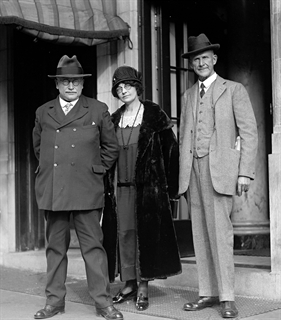 In this 1924 photo, Berger (left) stands with Bertha Hale White, executive secretary of the Socialist Party of America, and Eugene V. Debs, leader of the party's left wing. Library of Congress photo.